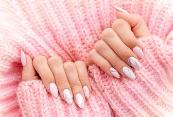 розовый цвет с дизайном